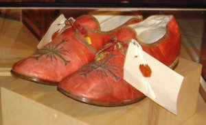 2005-0817-shoes-pope.jpg