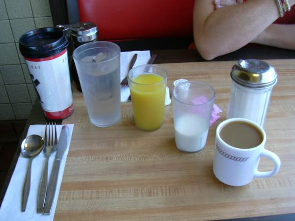 2003-0805-america-in-waffle-house-albuquerque-nm.jpg