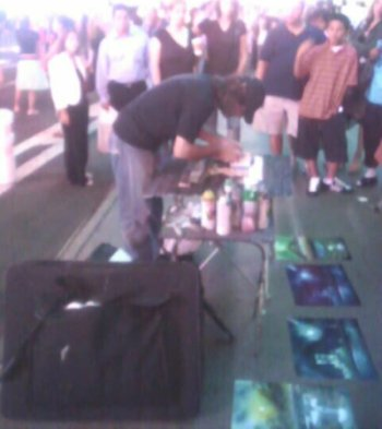 2005-0824-times-square-spray-painter.jpg